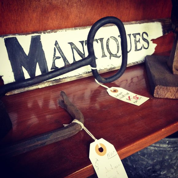 Adjectives Market: Vintage, Antiques & Art
